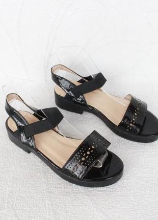 Черные босоножки 36 размера на низком ходу