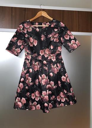 Атласное синее платье в розу