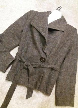 Стильный пиджак шерсть  hm под поясок с декоративной застежкой..--14р шерсть вискоза