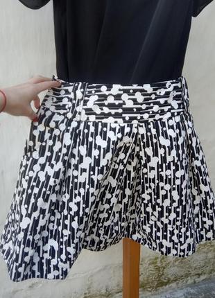 Новая легкая стильная котоновая черная юбка в белый принт,складки,шолк,пышная.