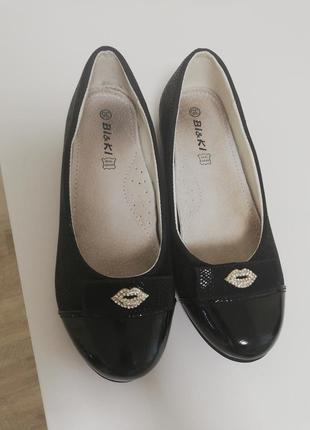 Туфли в отличном состоянии. одеты пару раз. 35 размер