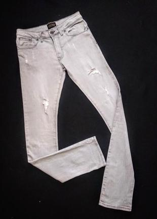 Брендовые зауженые джинсы.