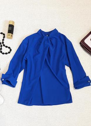 Стильная блуза насыщенного синего цвета
