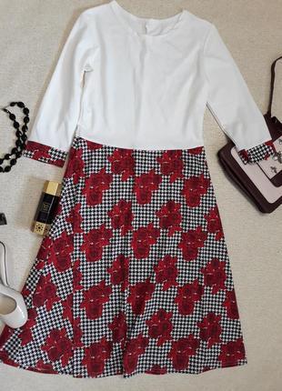 Платье с цветами роза гусиная лапка