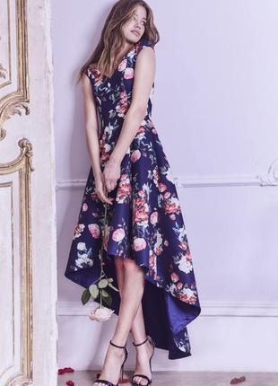 Роскошное платье в цветочный принт chi chi london7 фото