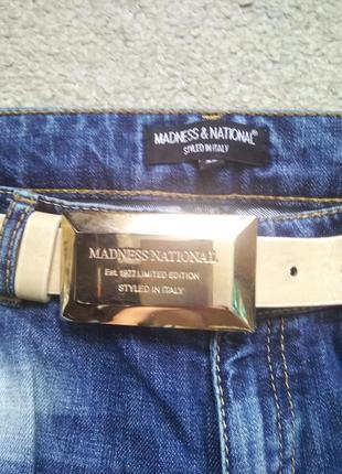 Рваные джинсы фирмы a.m.n