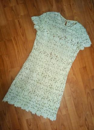 Ажурное кружевное платье цвета айвори