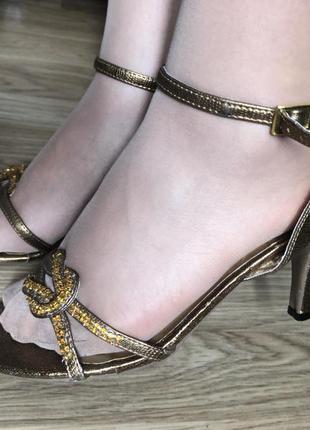 Стильные босоножки золотого цвета/alessia