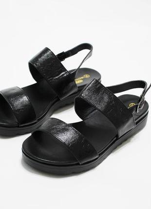 Женские черные  сандалии (босоножки) на плоской черной подошве