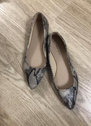 Трендовые туфли узкий носок змеиный принт new look, новые!