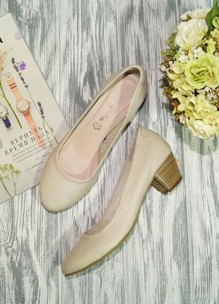Tamaris. кожа. базовые светлые туфли на удобном каблучке