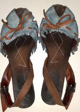 Кожанные сандали bueno 299 грн.