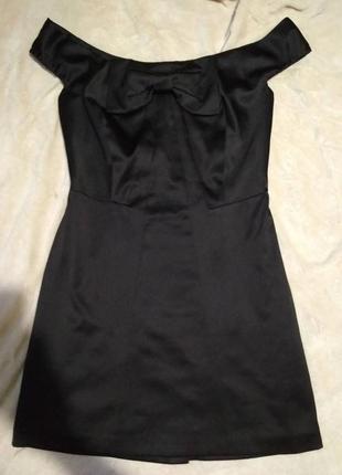 Очень хорошенькое платье с красивим вирезом на спине