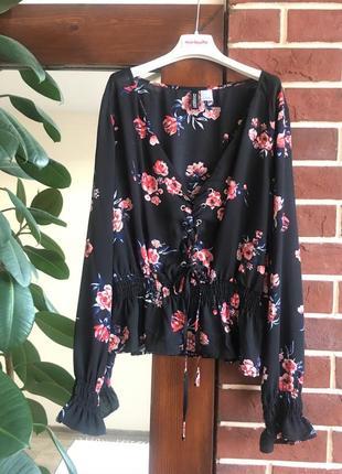 Блузка в цветы с шнуровкой h&m блузка воланы оборка