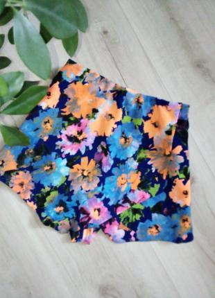 Короткие шортики с запахом летний цветочный принт