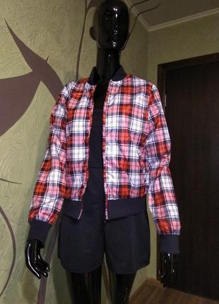 Яркая летняя курточка, ветровка, дождевик, на подкладке сетке.
