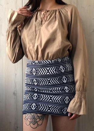 Плотная мини юбка в геометричный принт