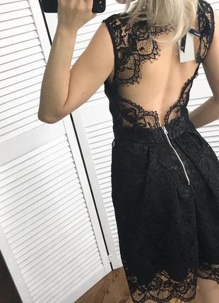 Розкішне кружевне плаття з відкритою спинкою