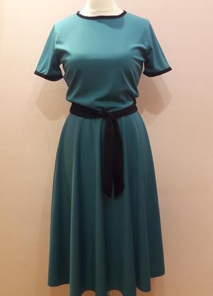 Красивое платье с юбкой полусолнце