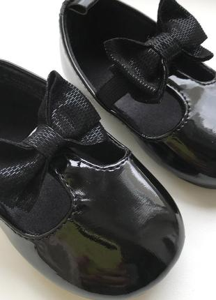 Новые! черные лаковые нарядные туфли с бантиками от h&m размер 18/19.