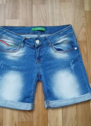 Стильные короткие шорты джинс