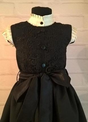 Черный школьный сарафан с кружевом и поясом. школьная форма