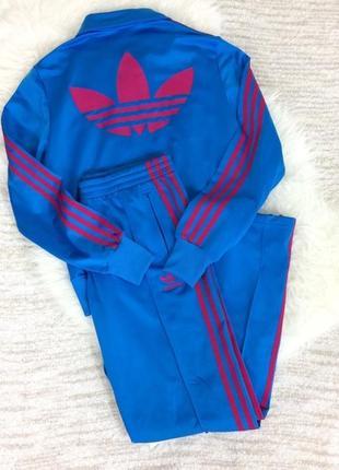 Очень крутой яркий спортивный костюм adidas original
