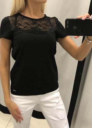 Черная футболка с кружевом mohito. размер xs.