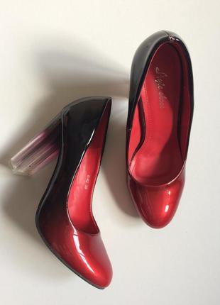 Лаковые туфли с градиентом