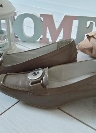 Легкие кожаные лоферы туфли на низком каблуке
