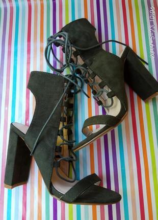 Супер стильні босніжки на зручних каблучках