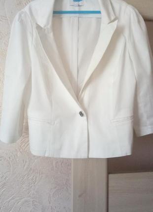 """Белый пиджак""""oodji"""""""