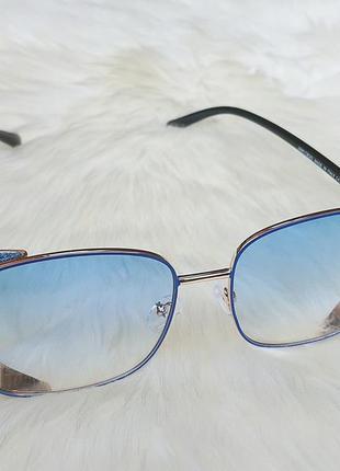 Солнцезащитные очки с голубыми стёклами