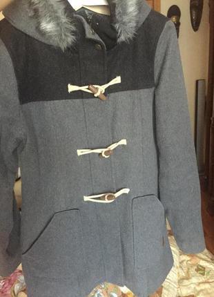 Теплое пальте с капюшоном