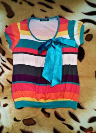 Веселая футболочка в цветную полосочку