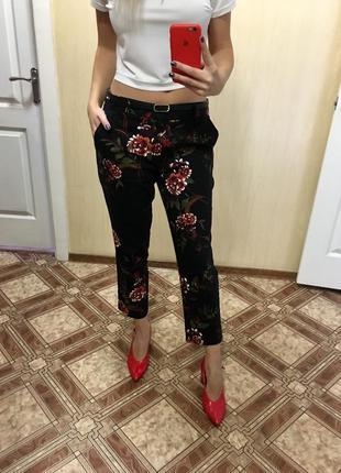 Стильные брюки штаны в цветочный принт 34/36