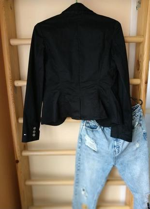 Базовый чёрный блейзер/пиджак в кежуал стиле от tommy hilfiger на кнопки3 фото