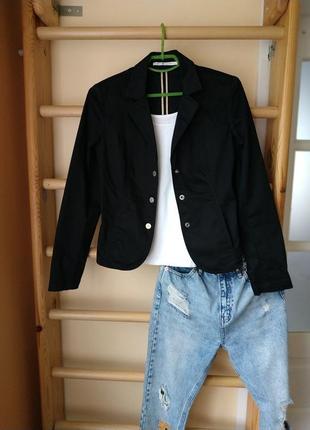 Базовый чёрный блейзер/пиджак в кежуал стиле от tommy hilfiger на кнопки
