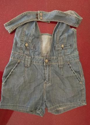 Літній джинсовий комбінезон.