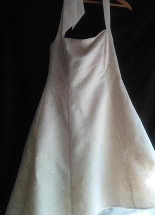 Фирменное  классное   платье  для торжеств ( цвет кремовый )