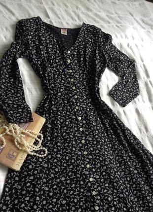 Легкое платье под кроссовки