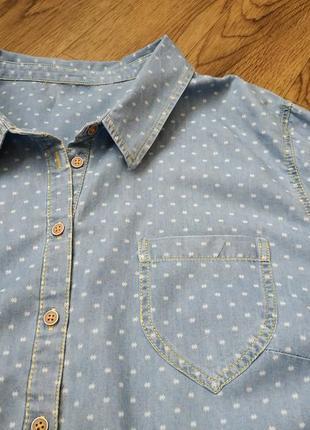 Легкая джинсовая рубашка женская с принтом