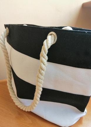 Тканевая сумка в черно-белую полоску
