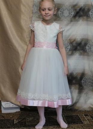 Красивое нарядное платье для маленькой леди