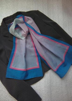 Красивий шарф в смужку