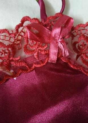 Пижама майка бриджи для сна и для дома малиновая с кружевом4 фото