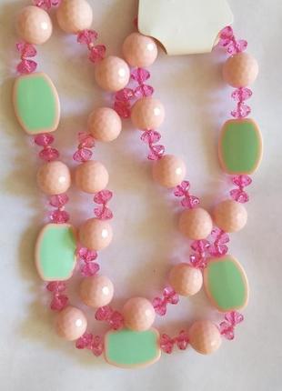 Простые милые розовые бусики