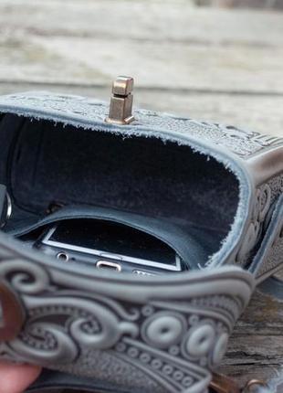 Сумка-рюкзак кожаная женская серая с орнаментом бохо стиль6 фото