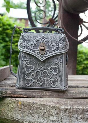 Сумка-рюкзак кожаная женская серая с орнаментом бохо стиль7 фото
