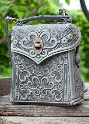 Сумка-рюкзак кожаная женская серая с орнаментом бохо стиль1 фото